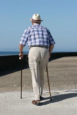 Oudere heer net wandelstok